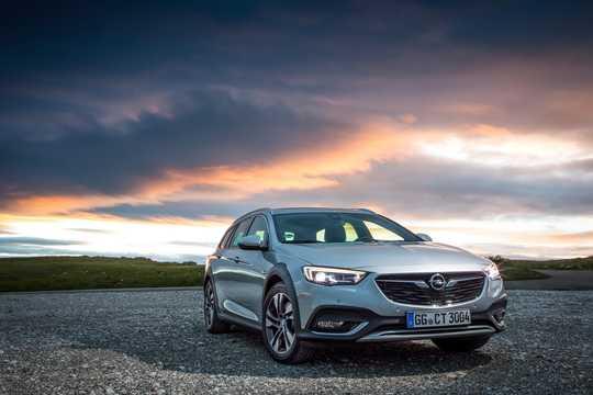 Fram/Sida av Opel Insignia Country Tourer 2017