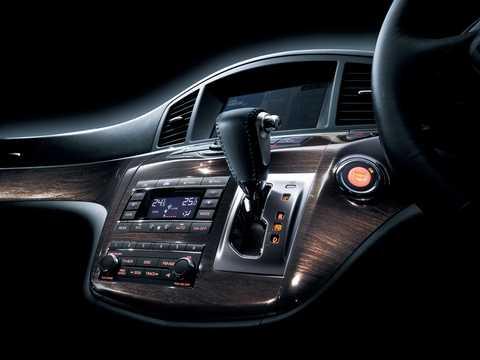 Interiör av Nissan Elgrand 2011