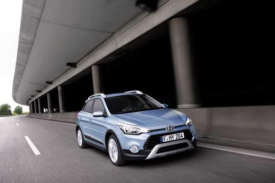 Fram/Sida av Hyundai i20 Active 1.4 CRDi Manuell, 90hk, 2015
