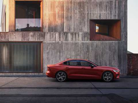 Side  of Volvo S60 2.0 T6 AWD Geartronic, 340hp, 2019