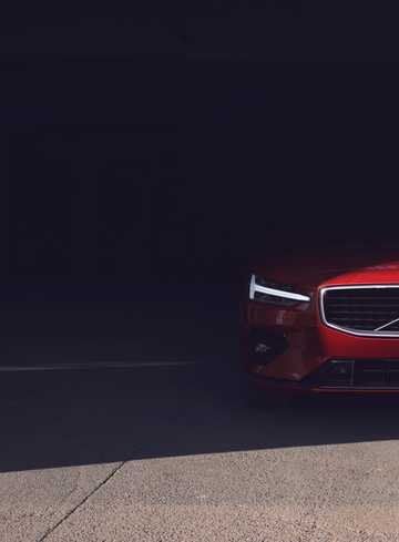 Close-up of Volvo S60 2.0 T6 AWD Geartronic, 340hp, 2019