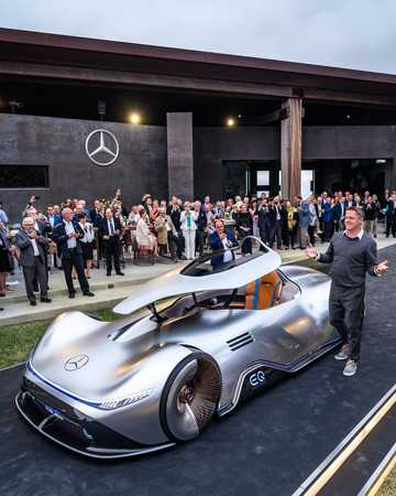 Front/Side  of Mercedes-Benz Vision EQ Silver Arrow 80 kWh Single Speed, 748hp, 2018