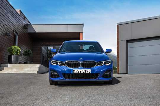 Front  of BMW 3 Series Sedan 2019