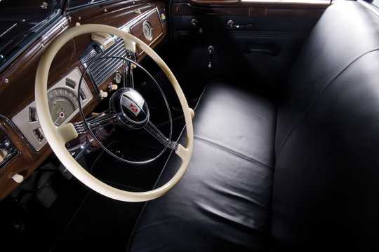 Interior of Buick Limited Limousine 5.2 Manual, 143hp, 1938