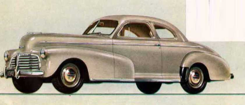 Front/Side  of Chevrolet Master Deluxe Coupé 3.5 Manual, 91hp, 1942