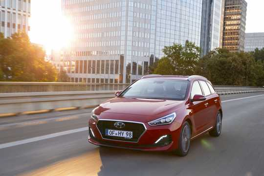 Front/Side  of Hyundai i30cw 2019