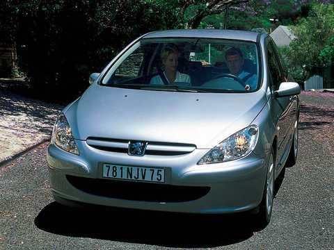 Front/Side  of Peugeot 307 3-door 2002