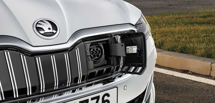 Närbild av Skoda Superb iV 1.4 Plug-in Hybrid DSG Sekventiell, 218hk, 2020