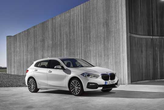 Front/Side  of BMW 1 Series 5-door 2020