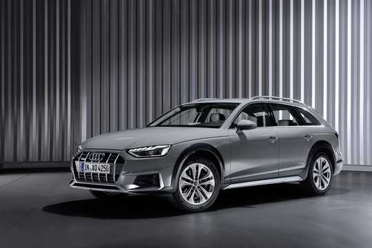 Front/Side  of Audi A4 allroad quattro 2019