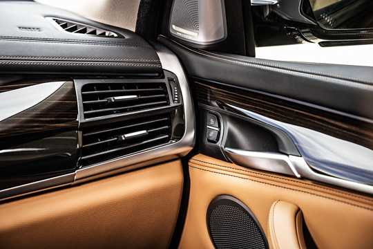 Interior of BMW X6 xDrive50i  Steptronic, 450hp, 2015