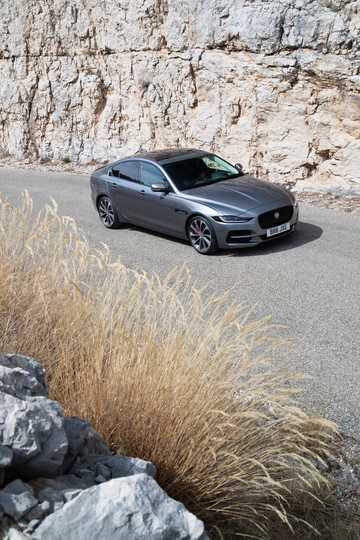 Front/Side  of Jaguar XE D180  Automatic, 180hp, 2020