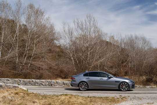 Side  of Jaguar XE D180  Automatic, 180hp, 2020