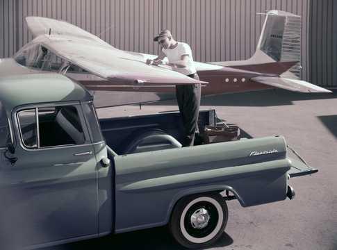 Close-up of Chevrolet Apache 31/32 Fleetside 3.9 137hp, 1959