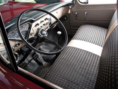 Interior of Chevrolet Apache 31/32 4.6 V8 Manual, 162hp, 1959