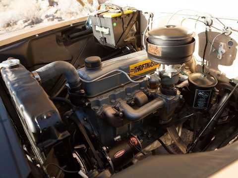 Motorutrymme av Chevrolet Apache 31/32 Fleetside NAPCO Powr-Pak 3.9 4x4 Manuell, 137hk, 1959