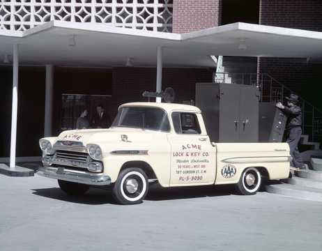 Front/Side  of Chevrolet Apache 31/32 3.9 137hp, 1959