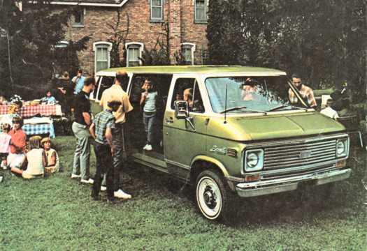 Front/Side  of Chevrolet G10 Sportvan 1971