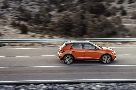Sida av Audi A1 citycarver GB