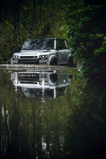 Front/Side  of Land Rover Defender 110 Station Wagon 2020