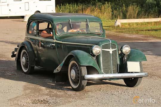 Front/Side  of Adler Trumpf Junior 1E 2-door Limousine 1.0 Manual, 25ps, 1938 at Kungälvs Kulturhistoriska Fordonsvänner  2019 Torsdag vecka 31
