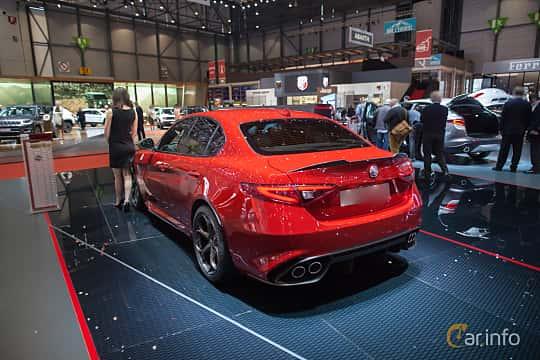 Bak/Sida av Alfa Romeo Giulia Quadrifoglio 2.9 V6 QV Automatic, 510ps, 2017 på Geneva Motor Show 2017