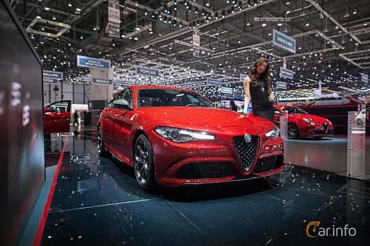 Fram/Sida av Alfa Romeo Giulia Quadrifoglio 2.9 V6 QV Automatic, 510ps, 2017 på Geneva Motor Show 2017