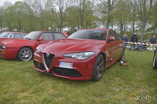 Fram/Sida av Alfa Romeo Giulia 2.0 TBi Q4 Automatic, 280ps, 2018 på Italienska Fordonsträffen - Krapperup 2019
