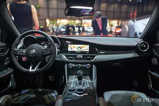Interiör av Alfa Romeo Giulia Quadrifoglio 2.9 V6 QV Automatic, 510ps, 2017 på Geneva Motor Show 2017
