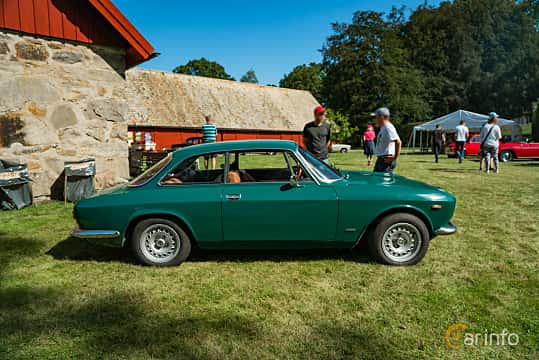 Side  of Alfa Romeo Giulia 1300 Super 1.3 Manual, 87ps, 1970 at Sportbilsklassiker Stockamöllan 2019