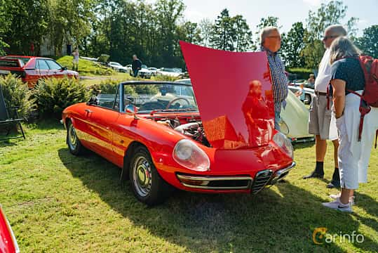 Front/Side  of Alfa Romeo 1750 Spider Veloce 1.8 Manual, 120ps, 1968 at Sportbilsklassiker Stockamöllan 2019