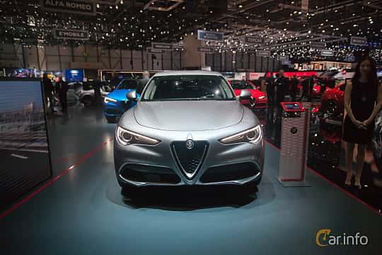 Fram av Alfa Romeo Stelvio 2.0 TBi Q4 Automatic, 280ps, 2017 på Geneva Motor Show 2017