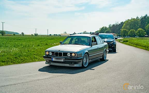 Front/Side  of ALPINA B10 3,5 / 1  Manual, 254ps, 1989 at Tjolöholm Classic Motor 2019