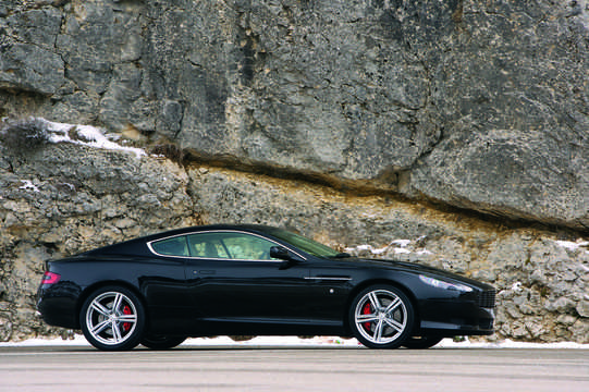 Side  of Aston Martin DB9 5.9 V12  Manual, 456hp, 2008