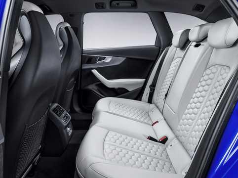 Interior of Audi RS 4 Avant 2.9 V6 TFSI quattro TipTronic, 450hp, 2018