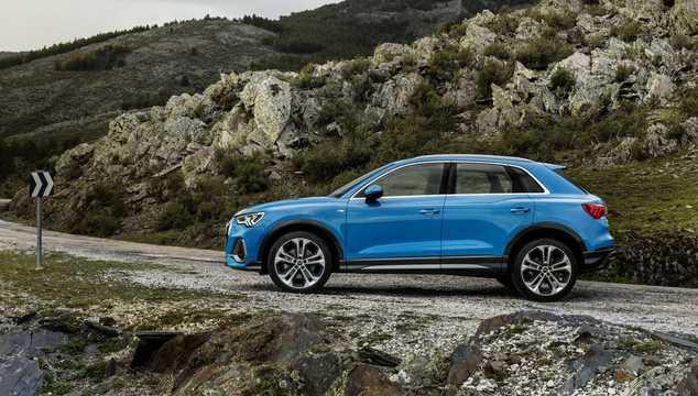 Side  of Audi Q3 2019