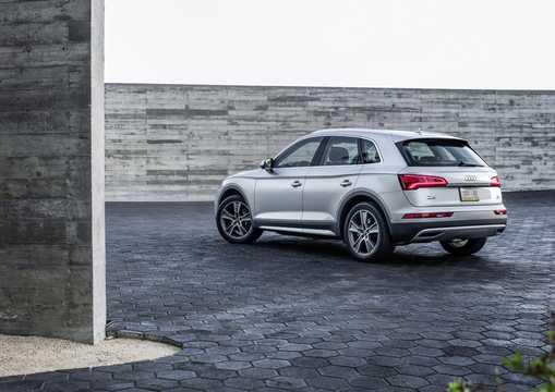 Back/Side of Audi Q5 2017