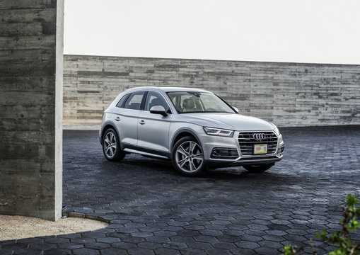 Front/Side  of Audi Q5 2017