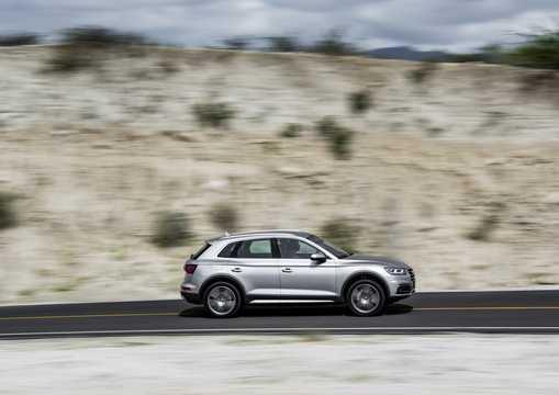 Side  of Audi Q5 2017
