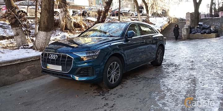 Fram/Sida av Audi Q8 2019