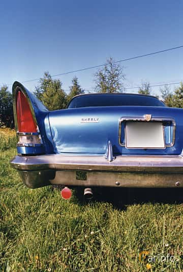 Back of Chrysler New Yorker 2-door Hardtop 6.4 V8 Automatic, 330ps, 1957
