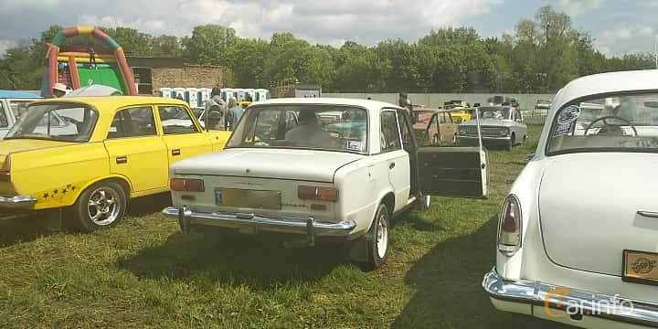 Back/Side of VAZ 2101 1.2 Manual, 64ps, 1978 at Old Car Land no.1 2019