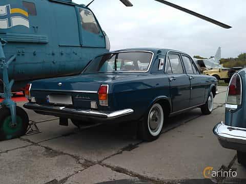 Back/Side of GAZ GAZ-24 2.4 Manual, 95ps, 1975 at Old Car Land no.2 2017