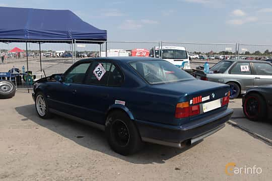 Back/Side of BMW M5 Sedan  Manual, 315ps, 1989 at Proudrs Drag racing Poltava 2019