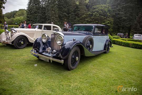 Front/Side  of Bentley 3.5 Litre Sports Saloon 3.7 Manual, 111ps, 1935 at Rolls-Royce och Bentley, Norrviken Båstad 2019
