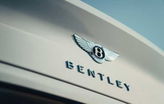 Close-up of Bentley Continental GTC 6.0 W12 TSI DCT, 635hp, 2019