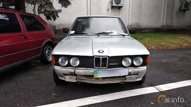 Front  of BMW 320 Sedan  Manual, 122ps, 1978 at Old Car Land no.2 2018