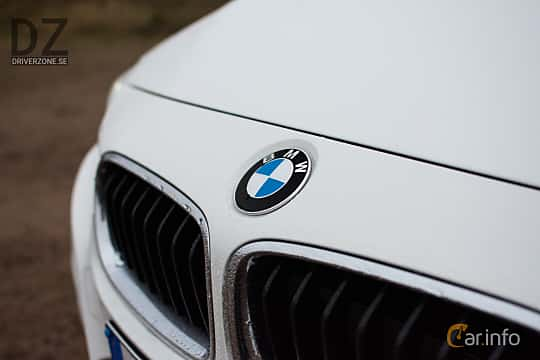 Close-up of BMW 320i Touring  Steptronic, 184ps, 2019