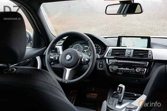 Interior of BMW 320i Touring  Steptronic, 184ps, 2019