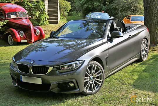 Front/Side  of BMW 420i Convertible  Steptronic, 184ps, 2018 at GMHK Bilträff hos Mellanders 2019